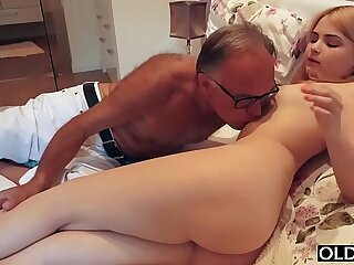 18 yo girl kissing and fucks step dad in his bedroom