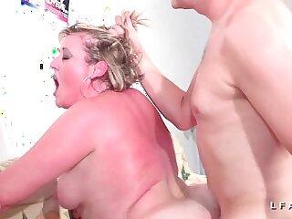 BBW Mere de famille francaise prise en double penetration pour son casting
