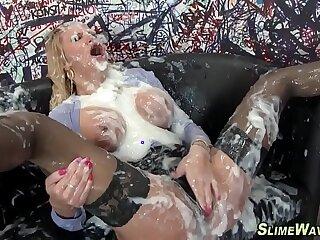 Fetish slut gets bukkaked