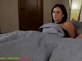 Compartiendo la cama con madrasta Sub espanol