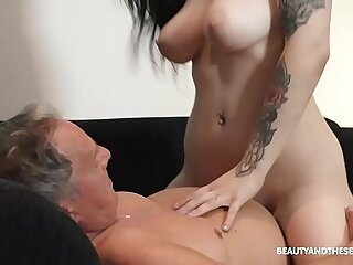 Beautiful MILF sucks and fuck at grandpas